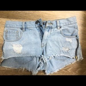Kendall and Kylie denim shorts size 7